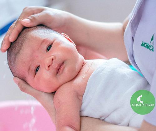 Dịch vụ tắm bé sơ sinh tại nhà sau sinh