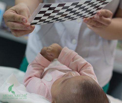 Momcare24h dịch vụ tắm bé sơ sinh tại nhà
