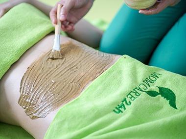 4) Đắp thảo dược săn chắc, giảm thâm rạn da vùng bụng
