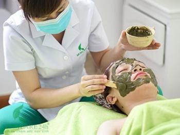 12) Đắp mặt nạ tinh chất thiên nhiên dưỡng da mặt